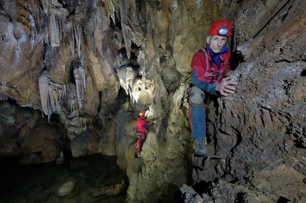 Monitoraggio della falda nella grotta Lindner -Studio scientifico di Barbara Grillo- Alpinismo triestino 138/2013