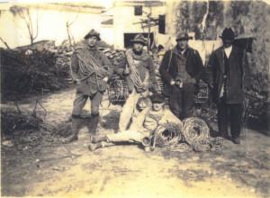 Cesare Prez è seduto a centro foto